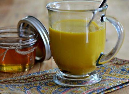 Golden milk, cos'è e come prepararlo
